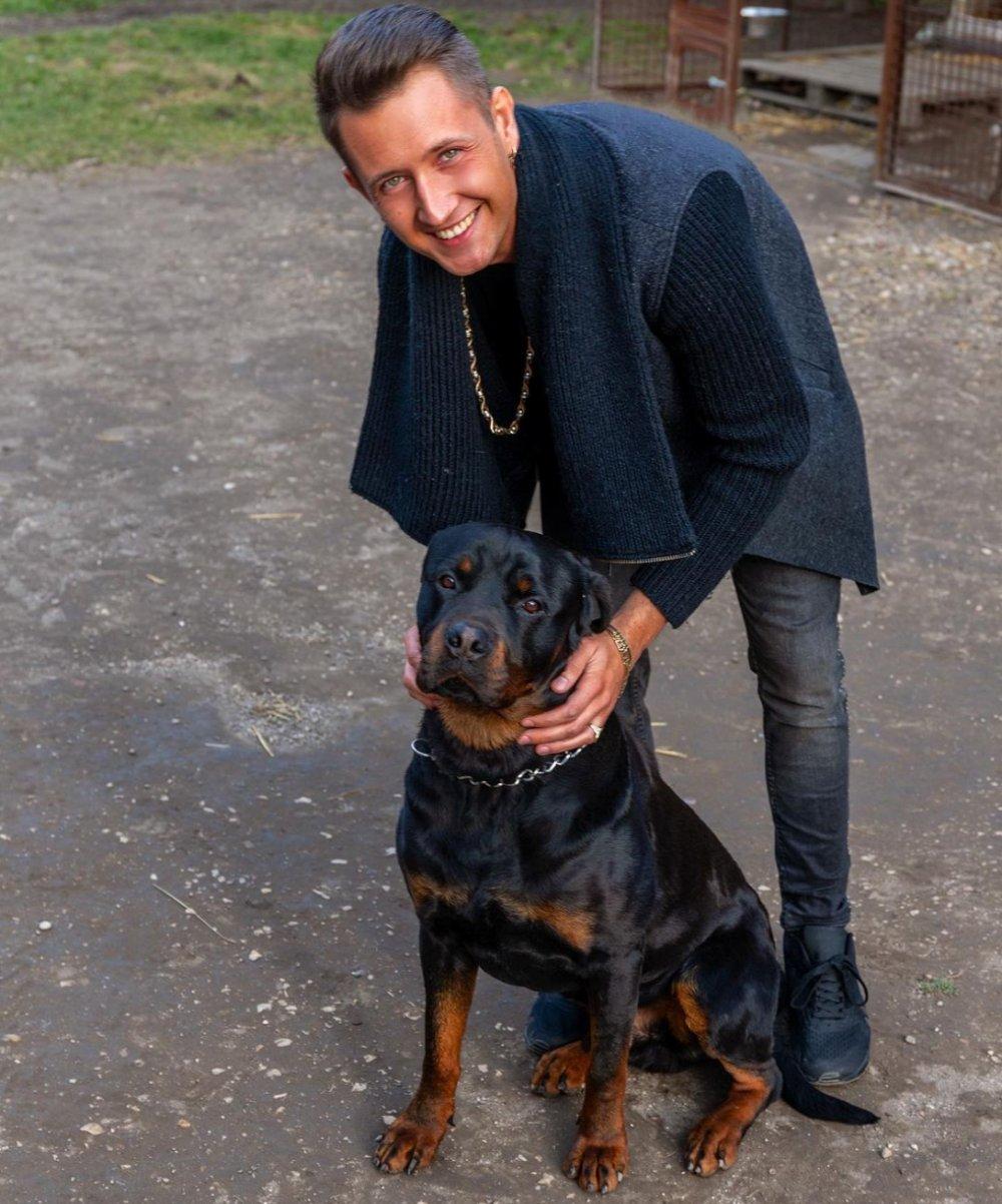 Kutyát is kapott a frissen vásárolt háza mellé a 27 éves Peter Srámek